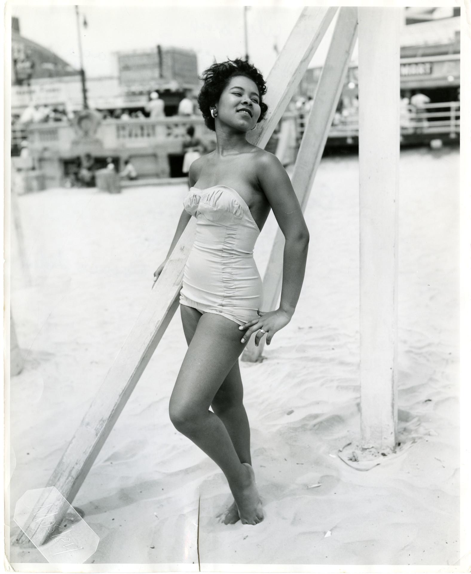 Doris Thomas Nude Photos 31